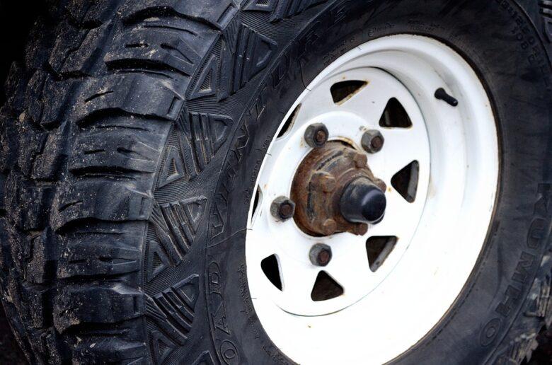 黒いタイヤ