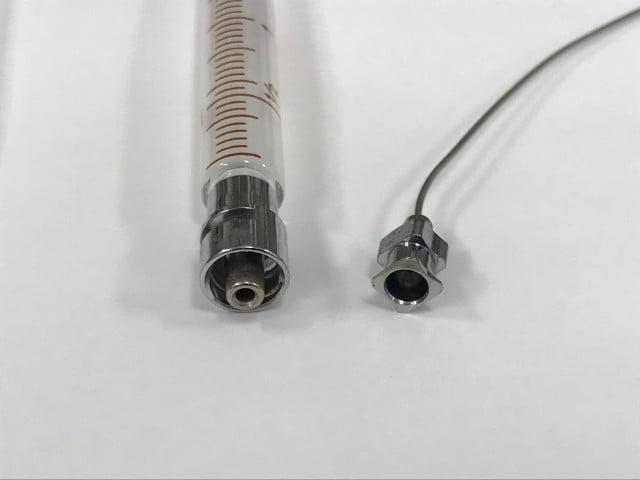 ルアーロック式シリンジと針の拡大